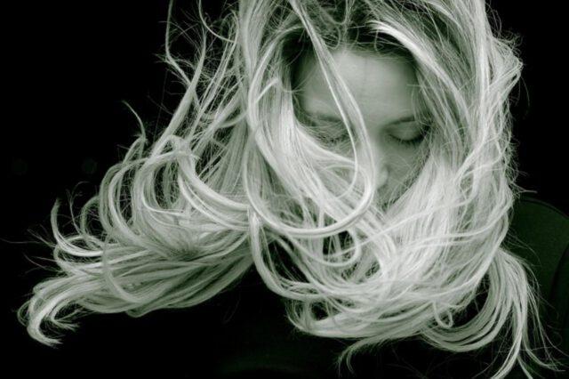 Metody nieinwazyjnego przedłużania włosów
